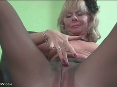Solo mature masturbates in her pantyhose videos
