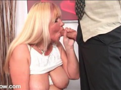 Chubby mature loves his tongue on her hot cunt videos