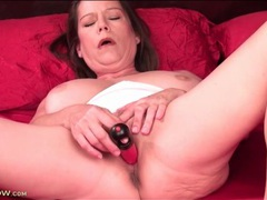 Toy slowly fills her pretty milf pussy videos