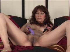 Masturbating mature with a butt plug in her ass movies at kilotop.com