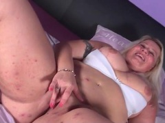 Mature with a sexy fat ass masturbates solo videos