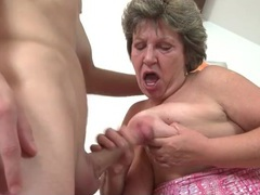 Curvy granny gives a good blowjob videos