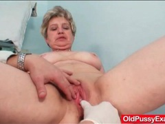 Dildo slides into her old lady pussy videos