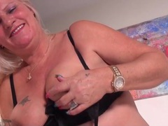 Big belly granny fucks her dildo lustily videos