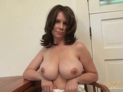 Big tits amateur milf models her shaved pussy videos