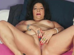 Chubby mature in sexy lipstick masturbates videos