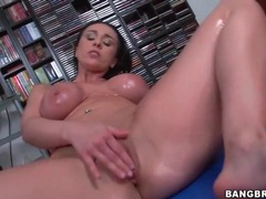 Voluptuous finger fucking girl is all oiled up movies at freekiloclips.com