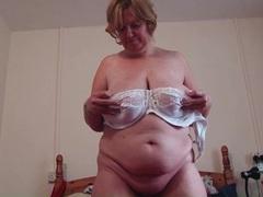 Bbw babe rubs her clit lustily videos
