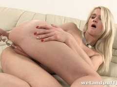 Fit blonde slowly toys her puffy cunt lips videos