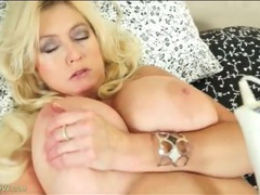 Curvy body and huge tits on a masturbating mature videos
