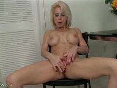 Clit rubbing and cunt fingering mature blonde videos