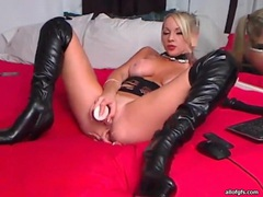 Devastatingly sexy webcam girl in leather boots movies at lingerie-mania.com