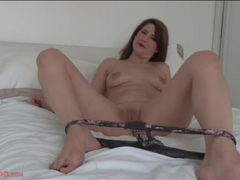 Lipstick beauty is all alone in bed and fucking a toy videos
