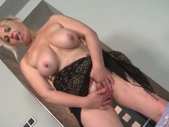 Solo mommy with saggy boobs masturbates videos
