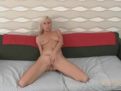 Leggy blonde hottie rubs and fingers her milf pussy movies at kilotop.com
