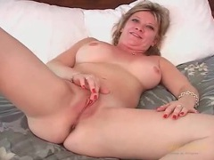 Cute amateur milf makes her first ever solo porn videos