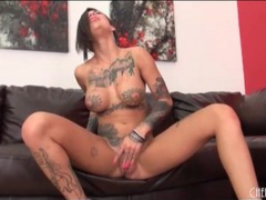 Bonnie rotten shakes her sexy ass in pink panties videos