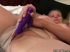 Older cutie exposes her cunt and masturbates videos