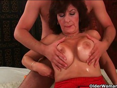 Thick mature chick gets a sticky facial videos