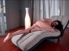 Masturbating goddess shows off her pretty feet videos
