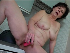 Hairy mature snatch opens for a pink dildo movies at kilotop.com