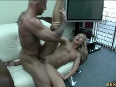 Boss fucks a skinny chick on his office couch videos