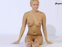 Flexible dancer bends her body in spectacular ways movies at adspics.com