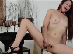 Long haired milf babe rubs her clit furiously movies at adspics.com