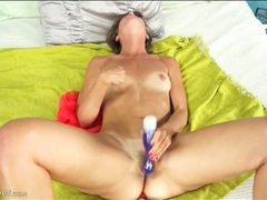 Nipple pinching turns on this masturbating milf clip