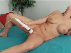 Shaved milf pussy vibrated wildly by a toy videos
