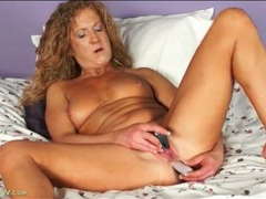 Vibrator up her milf ass makes her feel good videos