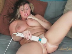 Bbw milf with a splendid fat ass and bald pussy videos