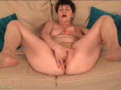 Curvy old lady loves good finger fucking videos