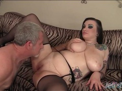 Goth plumper spreads her legs to be eaten out movies at sgirls.net