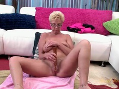 Mature nerd with a vibrator for her shaved pussy videos