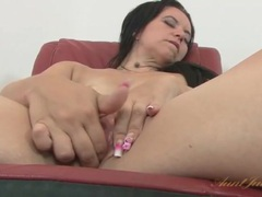 Clit rubbing and fingering with a cute milf videos