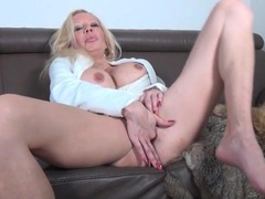 Bimbo mature with hot implants fingers her cunt videos