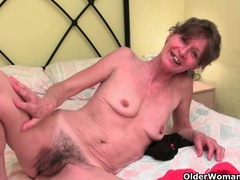 Grandma doesn't shave her old pussy videos