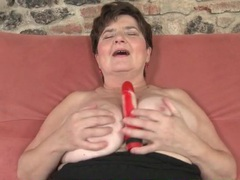 Thick mature girl fucks a toy in her hairy cunt videos