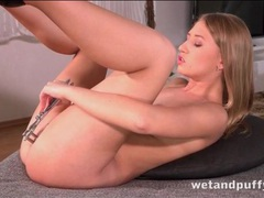 Speculum opens her asshole so you can look inside movies at sgirls.net