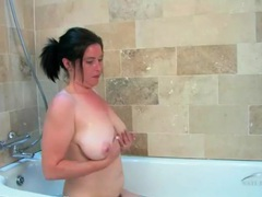 Soapy and hairy cunt of a milf in the bathtub movies at kilosex.com