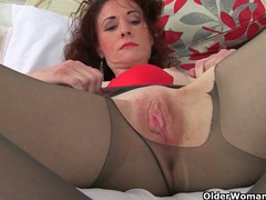 English milf scarlet loves masturbating in nylon tights videos