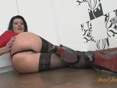 Delicious milf tease in stockings and heels movies at kilotop.com