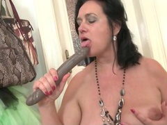 Milf sucks a toy to make it wet for her hot cunt videos