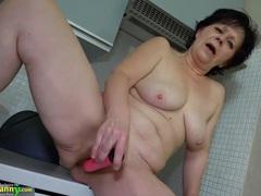 Granny mature masturbate movies at kilopics.net