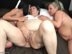 Mature bbw licks cunt and gets eaten out in a threesome videos