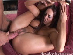 Mommy bends her legs for hardcore sex movies at relaxxx.net