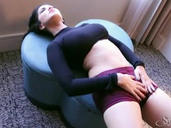 Skintight clothes look amazing on sexy sunny leone videos