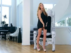 Glamour babe bailey rayne rubs her clitoris videos