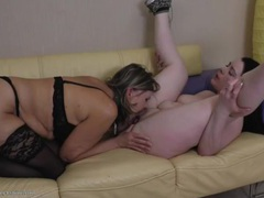 Mom goes down on a curvy girl and tastes her cunt videos